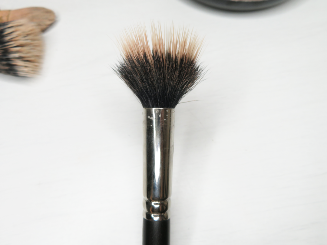 Clean Makeup Brushes - Miss Boux