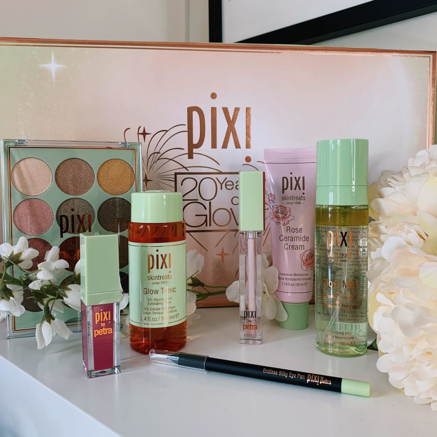 Pixi Beauty 20 Years of Glow - Miss Boux